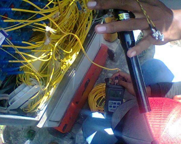 Mengupas Dan Menyambungkan Kabel Fiber Optik Pada Kotak Closur - Gateway Ilmu