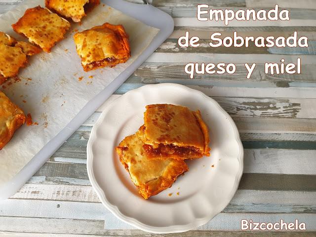 EMPANADA DE SOBRASADA, QUESO Y MIEL