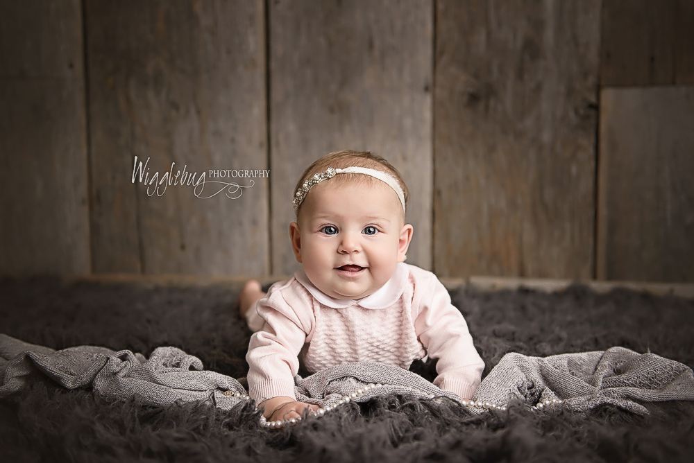 DeKalb Sycamore Newborn and Baby Plan Photographer 4 month milestone session