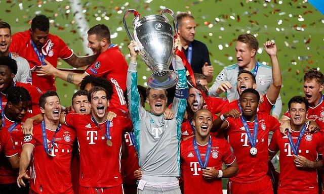 Thủ môn Manuel Neuer lần thứ hai nâng Cup vô địch Champions League cùng Bayern, sau năm 2013. Ảnh: AP