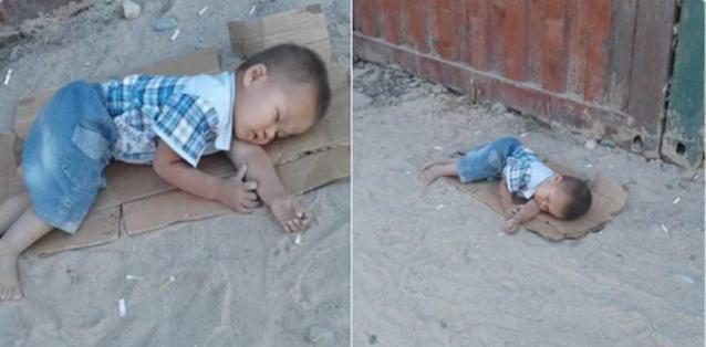 Снимок этого мальчика, который спал на картоне на задворках рынка, получил общественный резонанс