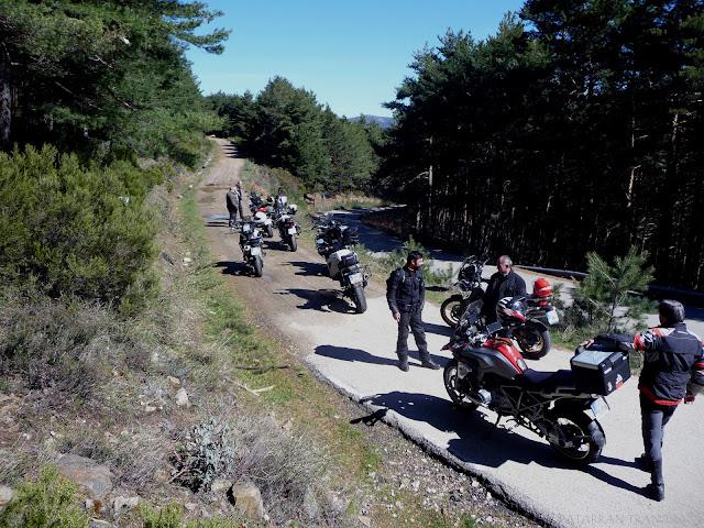 bmw f800gs trail el muyo pueblos negros rojos
