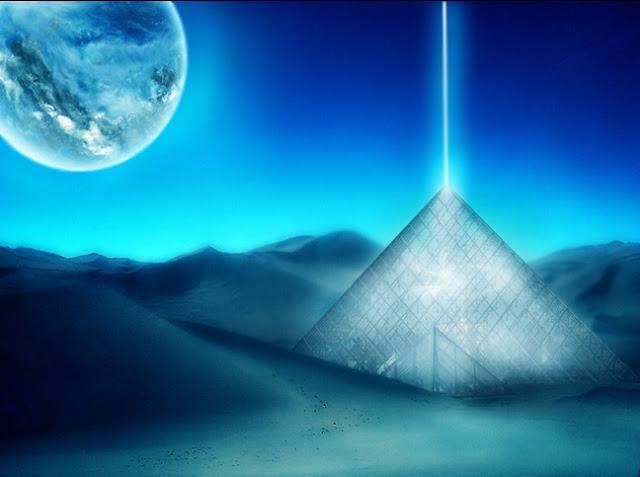 Piramide astral de quartzo e luz, raio azul, luar azulado, conexão