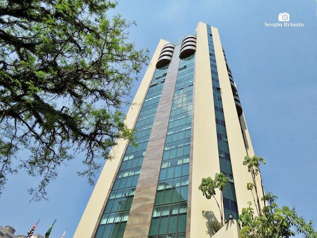Perspectiva inferior da fachada do Radisson Hotel Oscar Freire em Cerqueira César - São Paulo