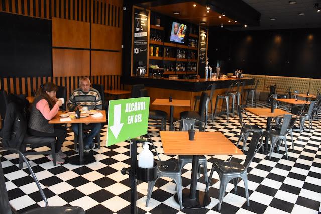 Abren los bares en Esquel