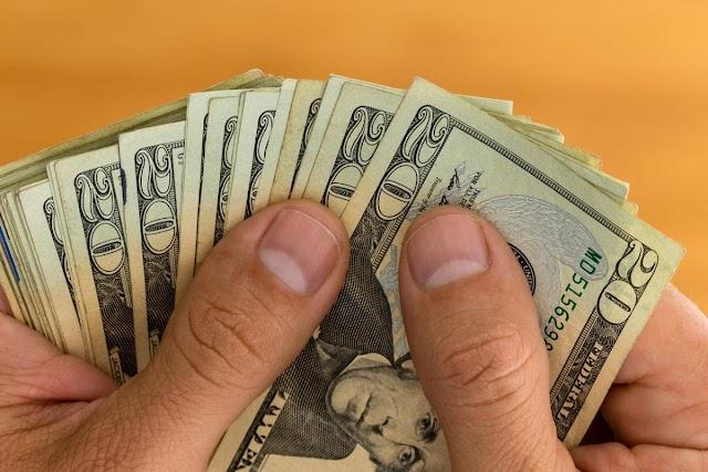 اسعارالدولار الامريكى تصعد نتيجة توقع خفض الفائدة