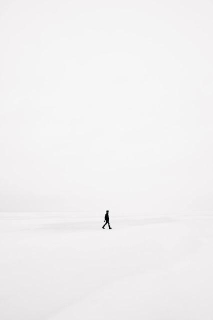 Freedom in minimalism from consumerism