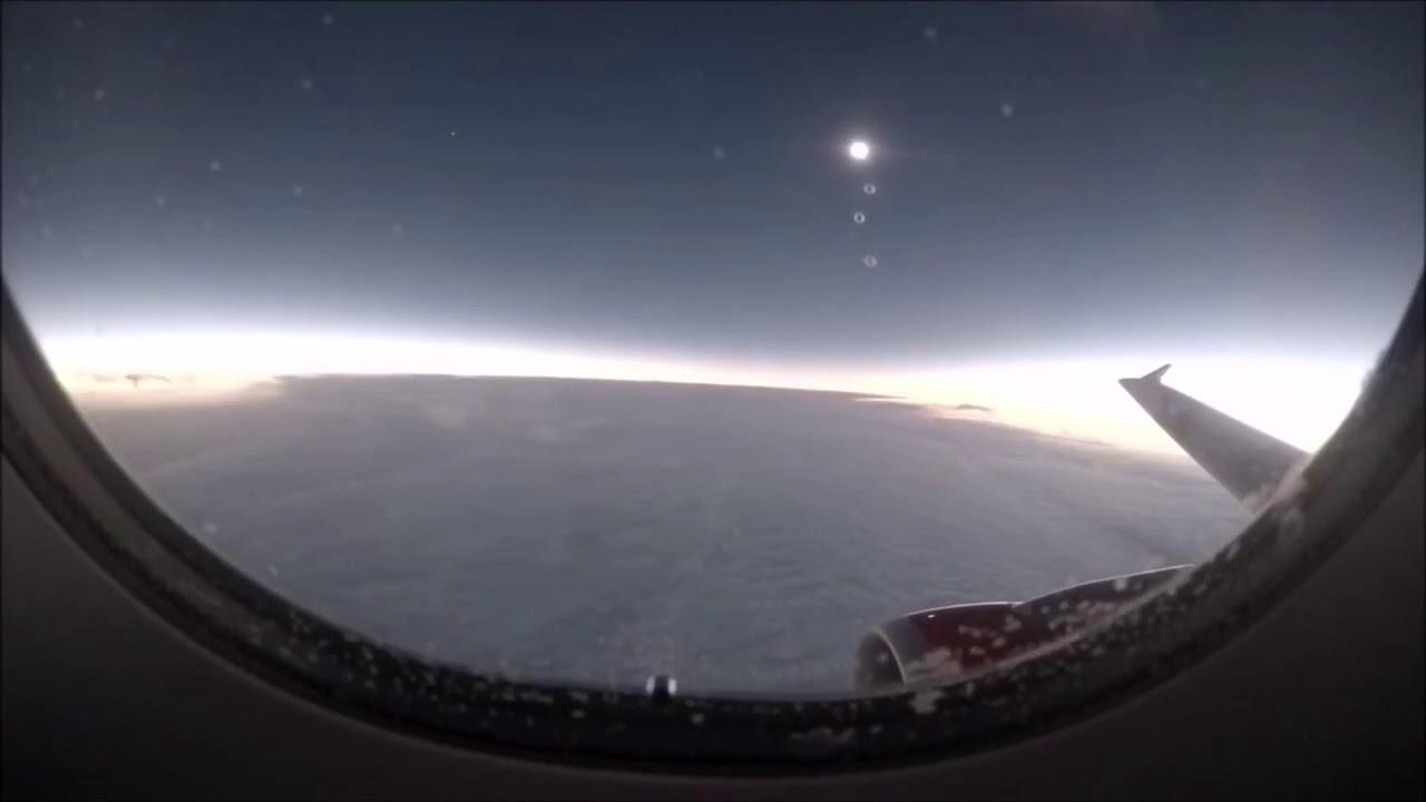 Mais uma imagem do eclipse solar de um avião