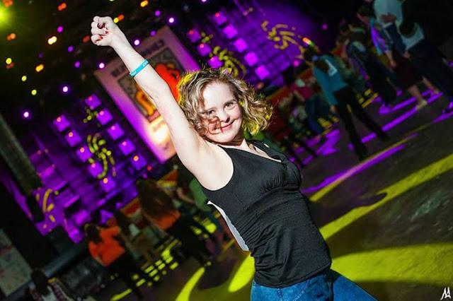 «Она у вас вообще не выживет», — девушка с синдромом Дауна, несмотря на прогнозы врачей, стала инструктором танцев