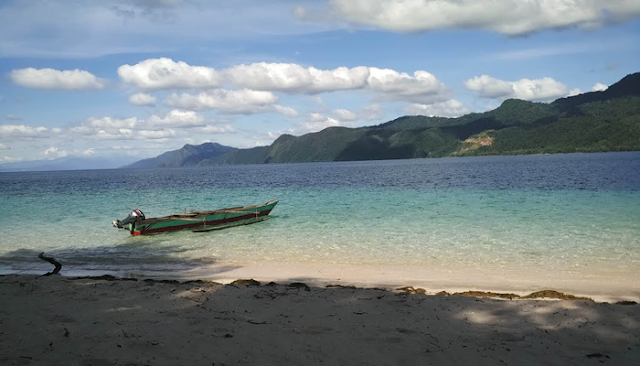 Menikmati Keindahan Pulau Um Yang Unik