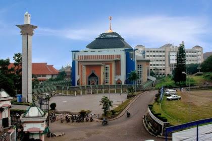 Tiket Habis Dalam 5 Menit, Ini Beberapa Masjid di Bandung Yang Akan Siarkan Ceramah Dr Zakir Naik