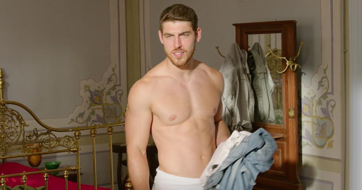 Shirtless Men On The Blog: Seb Guilhaus Shirtless