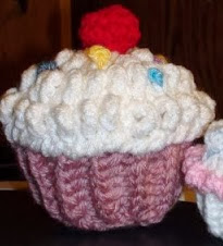 http://www.crochetgeek.com/2009/02/crochet-cupcake-with-cherry-sprinkles.html