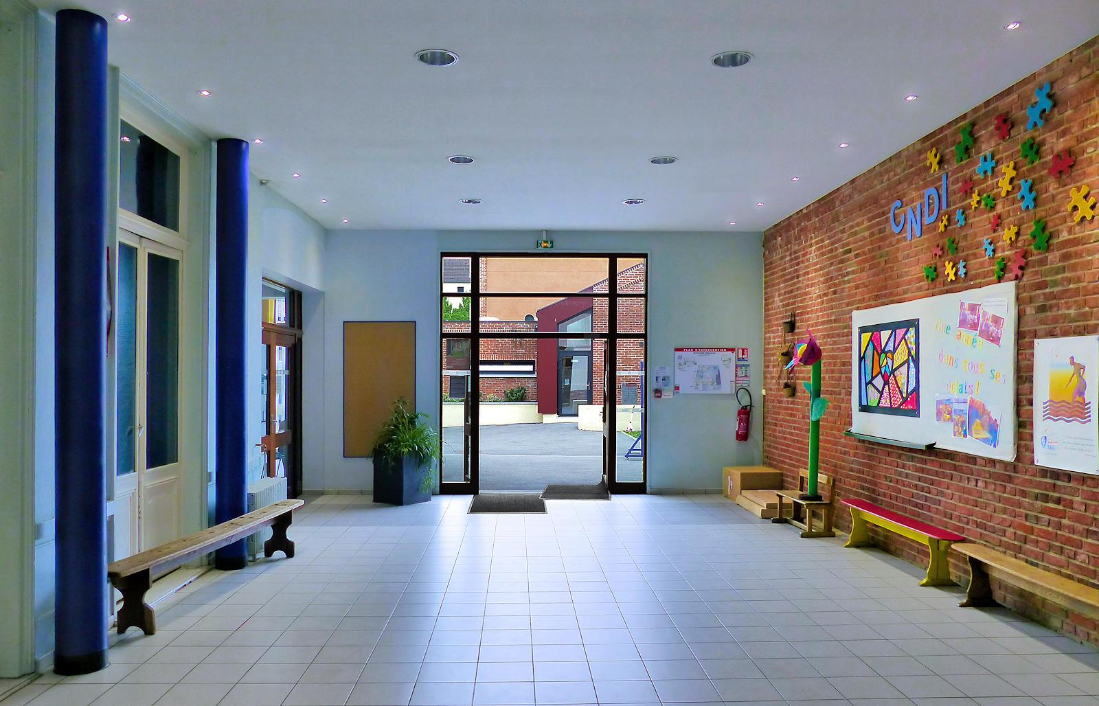 École Primaire CNDI, Tourcoing - Hall d'entrée