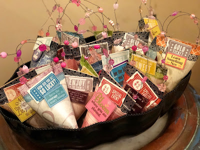 A full basket of favors