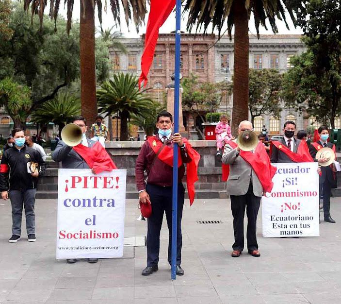 Alem de folheto anticomunista e foto de Na.Sra.do Bom Sucesso, os jovens pediam buzinhar contra as esquerdas