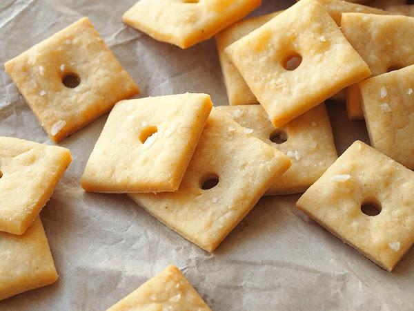 Helpot juustokeksit cheddarista