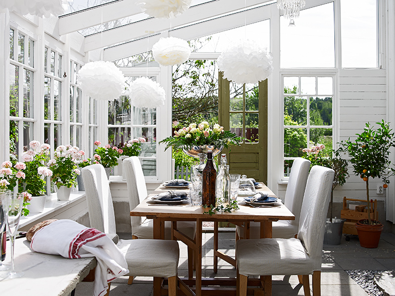 COCOCOZY: DARLING SWEDISH COTTAGE BY THE SEA - SEE THIS HOUSE ... - Cottage Dining Room Tables For Your Homes