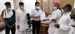 भाजपा नेता के वायरल वीडियो को लेकर सपाजनों ने प्रशासन को सौंपा ज्ञापन | #NayaSaberaNetwork