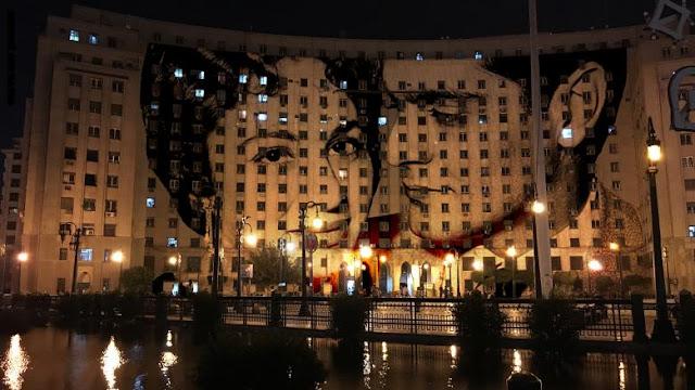 فنان يقدم مباني القاهرة بحلة جديدة بصور نجوم سينما مصر والعالم
