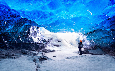 Exlplorers in ghostly Iceland's blue ice caves