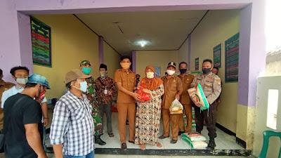 Warga Desa Kiara Payung Dapat Bantuan Sembako Perluasan Covid-19