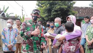 Komandan Kodim 0820/Probolinggo Pantau Langsung Karya Bhakti Pasca Banjir  di Kecamatan Dringu