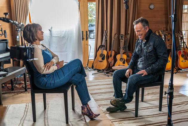 Bruce Springsteen todavía se encuentra llevando su terapia