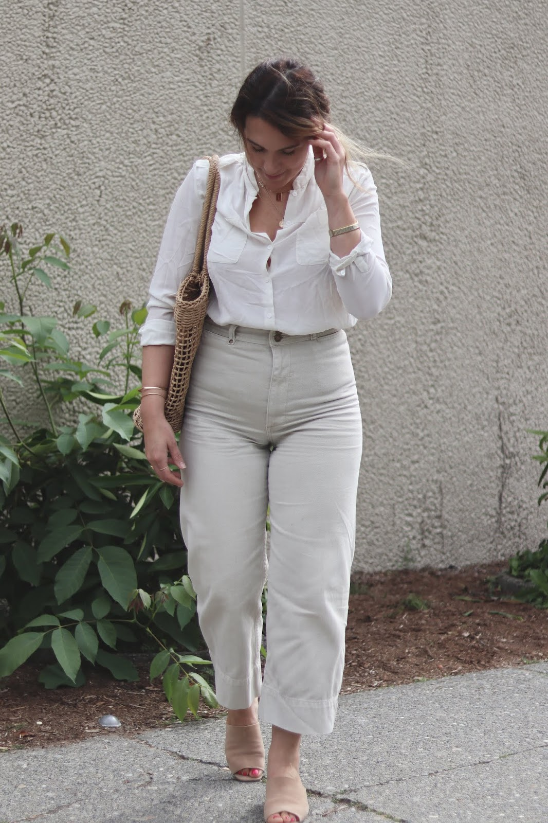 summer outfit idea silk blouse thrills co belle pant poppy and peonies straw bag le chateau mules aleesha harris