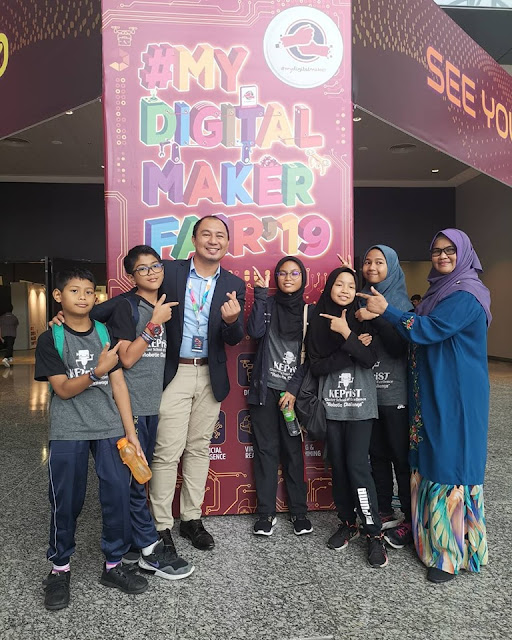 Ibu Robot aka Cikgu Raztia yang juga guru Adiwira Terengganu