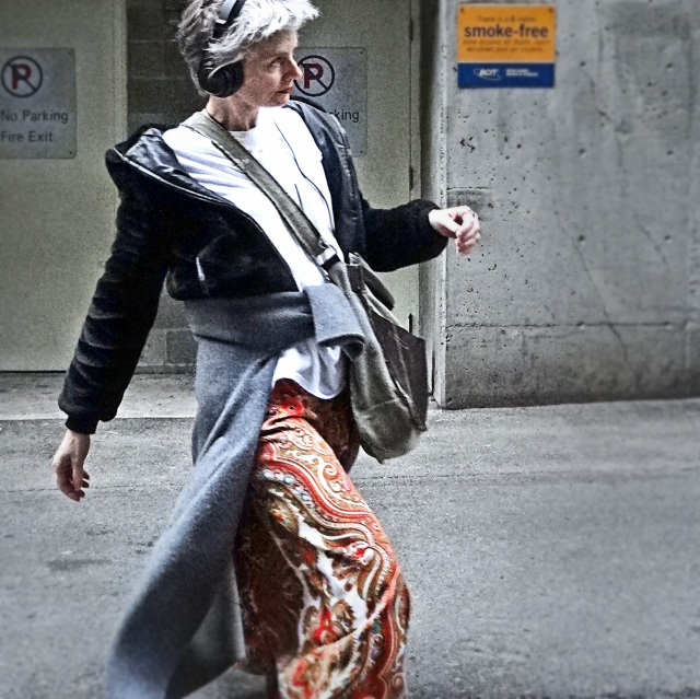 Mel Kobayashi of Bag and a Beret in the alley with huuuuge palazzo pants. Double cool. Heh.