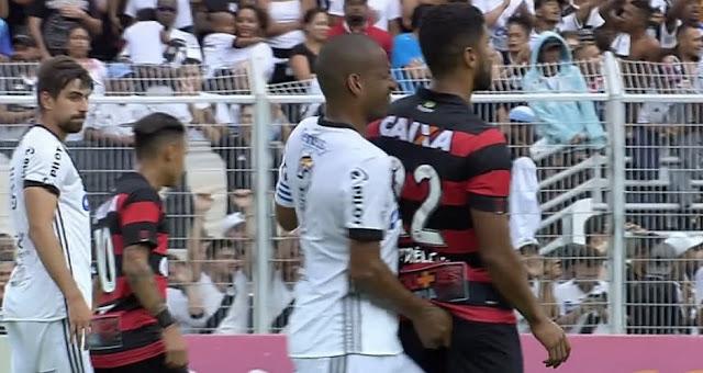 """""""O normal era bater nele"""", diz atacante do Vitória """"agredido"""" por Rodrigo 1"""