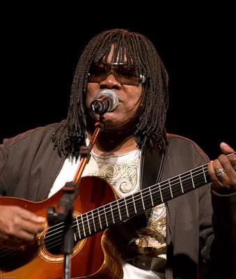 Página Musical - Milton Nascimento cantando: Morro Velho