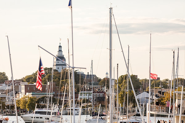Classic Annapolis Wedding at the Eastport Yacht Club photographed by Heather Ryan Photography