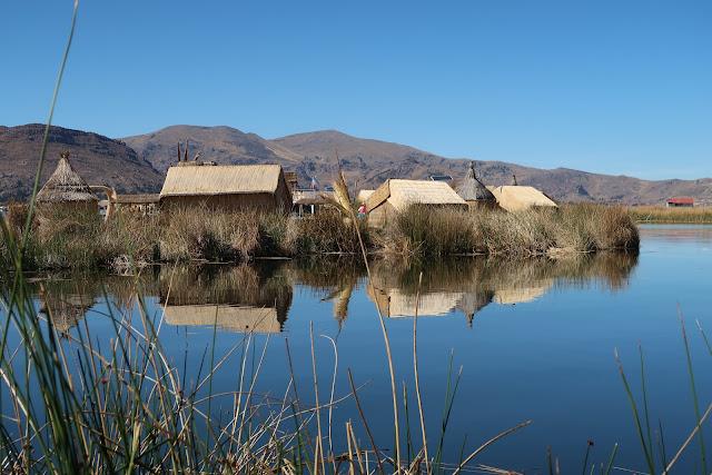 Islas Uros en el lago Titicaca