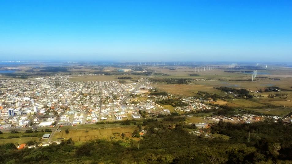 A Cidade de Osório e O Parque Eólico, à Direita