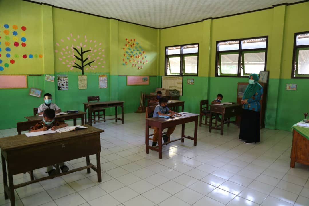 Dinilai Tidak Adil! Kegiatan Belajar Mengajar Dibatasi, Tempat Keramaian Jalan Terus