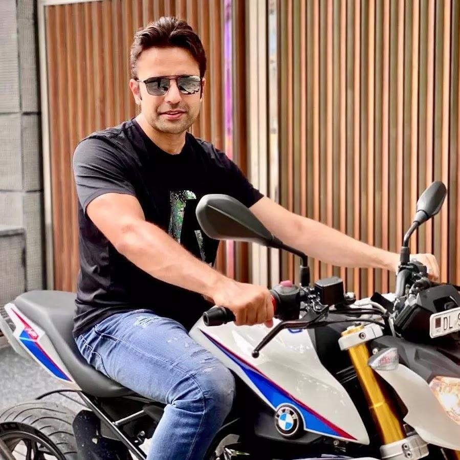Sandeep Maheshwari with bike