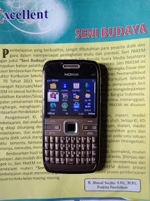 Nokia E72 dari depan (original)