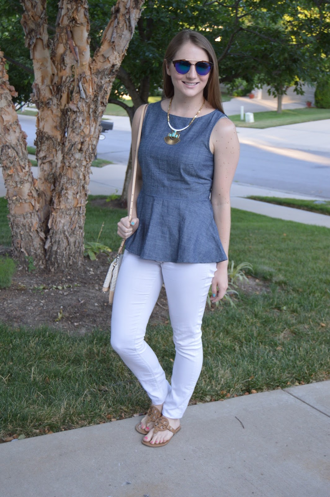 chambray top outfit ideas | white skinny jeans with a chambray top | summer outfit ideas | summer style | summer look book | banana republic your life styled | kansas city blogger |
