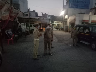 उरई में पैदल गस्त कर सोशल डिस्टेंसिंग का पालन करने हेतु जागरुक किया गया -अपर पुलिस अधीक्षक जालौन                                                                                                                                                                          संवाददाता, Journalist Anil Prabhakar.                                                                                               www.upviral24.in  उरई में पैदल गस्त कर सोशल डिस्टेंसिंग का पालन करने हेतु जागरुक किया गया -अपर पुलिस अधीक्षक जालौन
