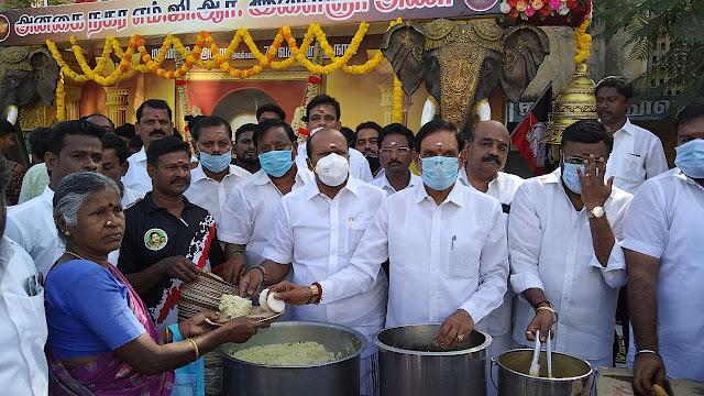 அனகாபுத்தூரில் எம்ஜிஆர் இளைஞர் அணி சார்பில்  முன்னாள் முதல்வர் ஜெயலலிதாவின் பிறந்த நாள் விழா கொண்டாடப்பட்டது