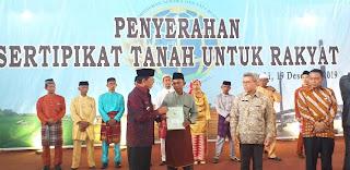 Gubernur Jambi Menghadiri Dan Menyerahkan Sertifikat Tanah Untuk Rakyat Sebanyak 3000 Sertifikat.