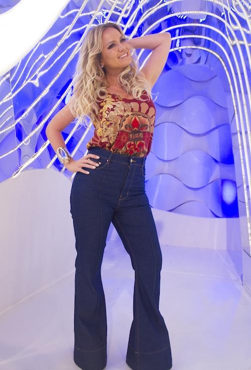 a1f1c3ac4d Look  Programa Eliana 17 abril 16. Eliana usa calça jeans flare ...