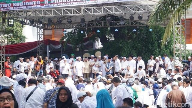 Prabowo Disambut Selawat di Panggung Syukuran, Sandi Belum Terlihat