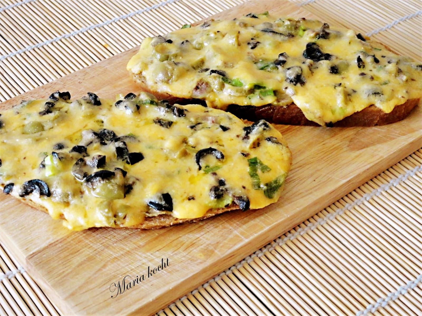 maria kocht mit k se und oliven berbackenes brot oliv s sajtos meleg szendvics. Black Bedroom Furniture Sets. Home Design Ideas