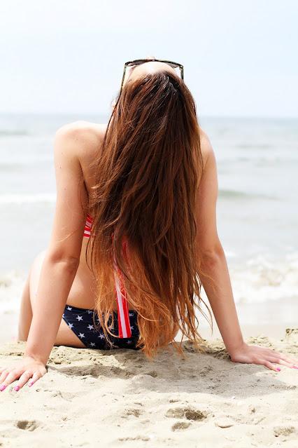 Comment protéger ses cheveux du soleil à la plage pendant les vacances d'été ?