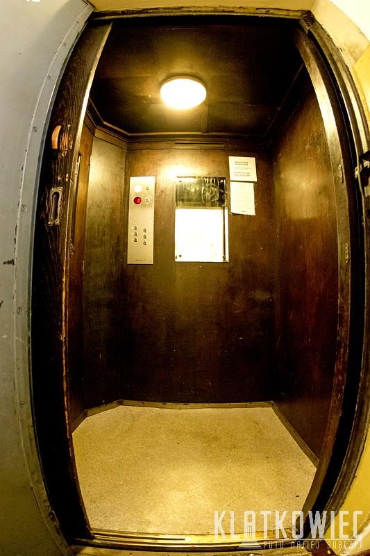 Bytom. Przedwojenna winda firmy Carl Flohr.