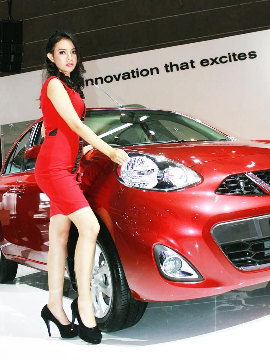 Cewek manis IGO jadi SPG Mobil Nissan