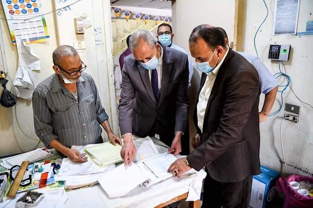 سكرتير عام محافظة قنا يتابع انتظام حضور الأطباء وتوافر الأدوية والمستلزمات الوقائية بمستشفى الصدر بقنا